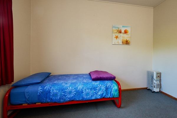 Dolphin Lodge Backpackers - dorm rooms